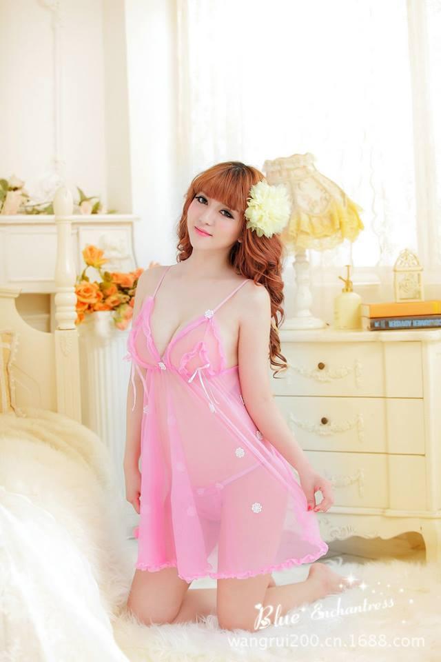 Đầm ngủ sexy màu hồng pastel sẻ lưng DN266
